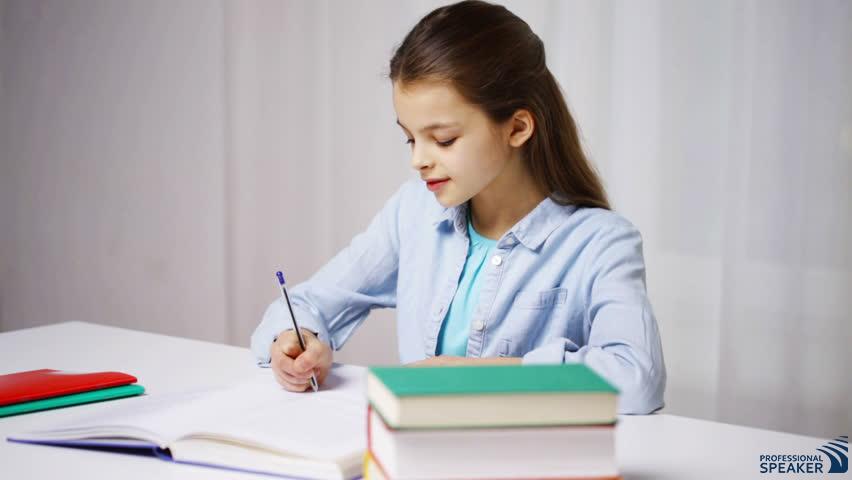 """""""Un copil este o carte din care citim, și în care ar trebui să scriem"""" – Peter Rosegger"""