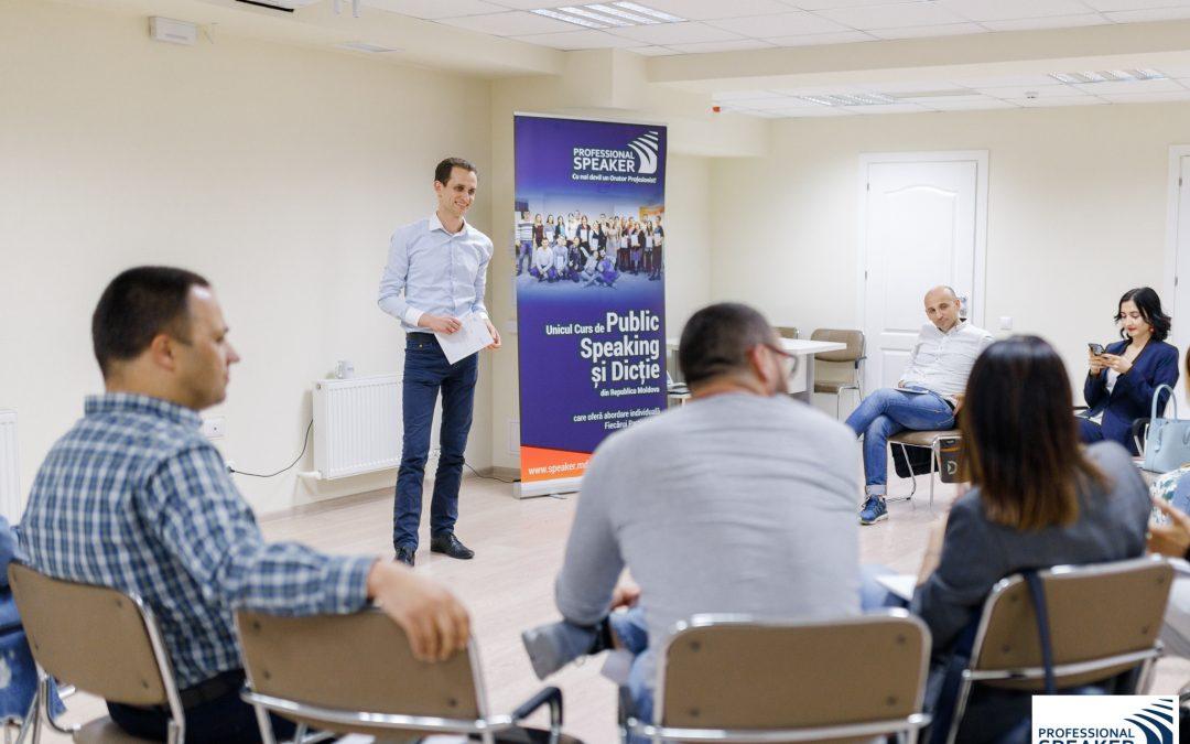 Vorbitul în fața unui public: frica care îți poate aduce succes